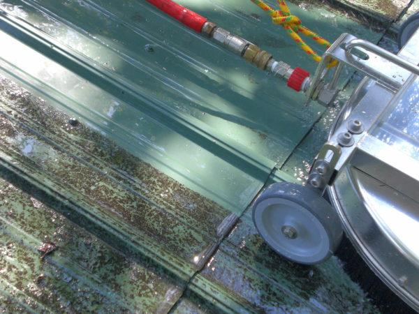 Mosmatic katon pesulaite pesee metallikattoa