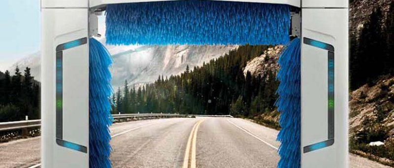 Istobal harjapesukone keskellä tietä