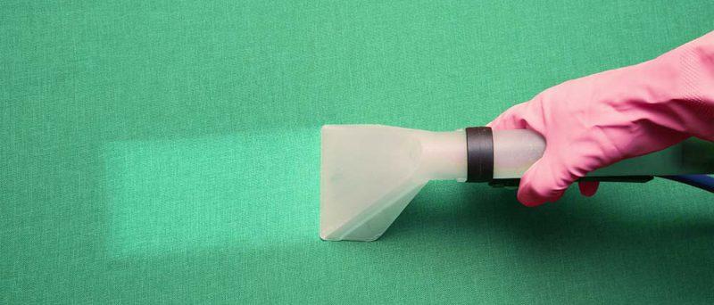 Painehuuhtelulaite puhdistaa vihreää kangasta